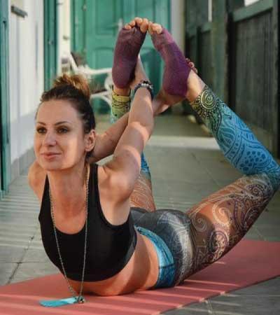 20 bizarre ladies yoga pant and yoga pose photos you may